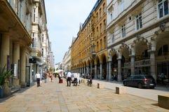 Mening van straat in centrum van Hamburg Royalty-vrije Stock Foto's