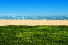 Mening van strand en oceaan Royalty-vrije Stock Fotografie