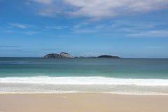 Mening van strand Ipanema in Rio de Janeiro Royalty-vrije Stock Foto's