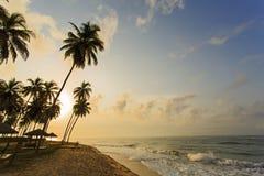 Mening van strand in Kaapkosten, Ghana Stock Afbeeldingen