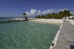 Mening van Sunny Pier die een Mexicaans Strand bekijken Royalty-vrije Stock Afbeeldingen
