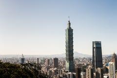 Mening van Taipeh 101 de bouw van het wereldhandelscentrum Stock Foto's