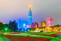 Mening van Taipeh 101 en het financiële district van Xinyi Stock Afbeelding