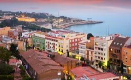 Mening van Tarragona en Middellandse Zee in schemering Royalty-vrije Stock Afbeelding