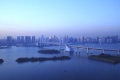 Mening van Tokyo de stad in bij nacht. Stock Foto
