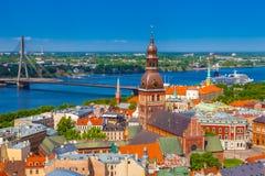 Mening van toren van Heilige Peters Church op oud Riga Stock Afbeeldingen