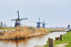 Mening van traditioneel de 18de eeuwwindmolens en waterkanaal in Kinderdijk, Holland, Nederland Stock Fotografie