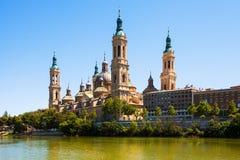 Mening van van Kathedraal in Zaragoza van rivier Royalty-vrije Stock Foto's