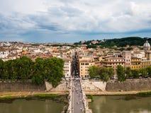 Mening van van Rome, Italië met de Brug van Hadrian Stock Afbeeldingen