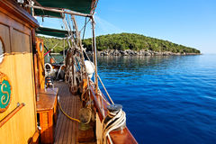 Mening van varende boot, Parga, Griekenland, Europa Stock Afbeelding