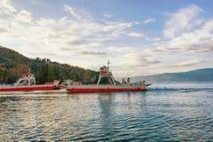 Mening van veerboothaven Baai van Kotor, Montenegro Royalty-vrije Stock Fotografie