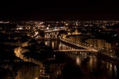 Mening van Verona van Castel San 's nachts Pietro Stock Fotografie