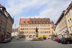 Mening van vierkant Albrecht-Durer-Platz in Nuremberg stock afbeeldingen