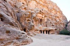 Mening van vierkant in antiquiteit Weinig Petra stock fotografie