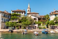 Mening van Visserseiland of Isola-dei Pescatori, één van de Borromean-Eilanden van meer Maggiore in Piemonte van Noord-Italië Stock Afbeeldingen