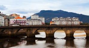 Mening van Viveiro met brug Stock Foto's
