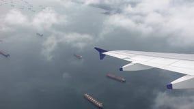 Mening van vliegtuigenvenster na start stock videobeelden