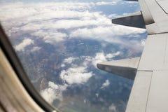 Mening van vliegtuigvenster stock foto