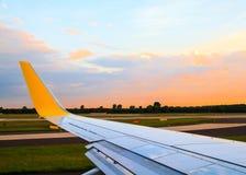 Mening van vliegtuigvenster royalty-vrije stock foto