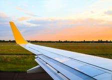 Mening van vliegtuigvenster royalty-vrije stock afbeeldingen