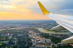 Mening van vliegtuigvenster stock afbeelding