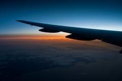 Mening van vliegtuigvenster bij nacht Stock Afbeelding