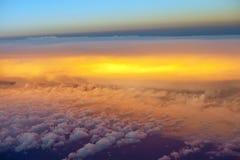 Mening van vliegtuigvenster binnen de wolken Royalty-vrije Stock Foto's
