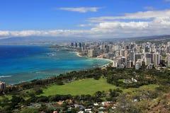 Mening van Waikiki-strand vanaf de bovenkant van Diamond Head Crater, Oahu, Hawaï Stock Fotografie