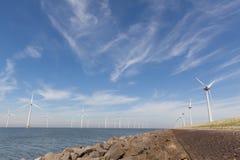 Mening van windturbines in Nederlandse Noordoostpolder, Flevoland Royalty-vrije Stock Foto