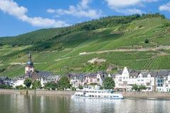 Mening van Zell, de Rivier van Moezel, de Vallei van Moezel, Duitsland royalty-vrije stock foto