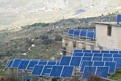 Mening van zonnepanelen in de bergen Madonie Stock Foto
