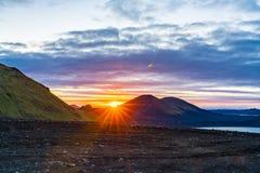 Mening van zonsondergang op de berg bij Fjallbak-natuurreservaat stock fotografie