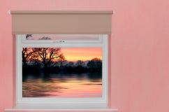 Mening van zonsondergang over meer stock afbeeldingen