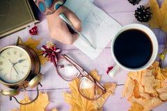 Mening vanaf bovenkant op handholding pen en het schrijven Royalty-vrije Stock Foto