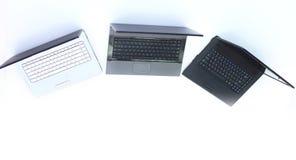 Mening vanaf de bovenkant drie laptops op de Desktop stock fotografie