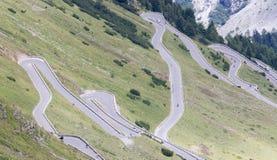 Mening vanaf de bovenkant van beroemd Italiaans Stelvio High Alpine Road Royalty-vrije Stock Foto's