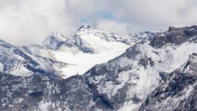 Mening vanaf de bovenkant van beroemd Italiaans Stelvio High Alpine Road Stock Afbeeldingen