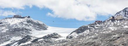 Mening vanaf de bovenkant van beroemd Italiaans Stelvio High Alpine Road Stock Foto's