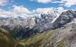 Mening vanaf de bovenkant van beroemd Italiaans Stelvio High Alpine Road Royalty-vrije Stock Foto