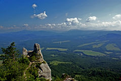 Mening vanaf de bovenkant van de berg stock foto's