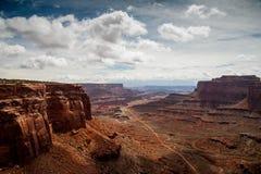 Mening vanaf de bovenkant van de Shafer-Sleep in Canyonlands Stock Foto's