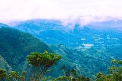 Mening vanaf de bovenkant van de `-Maanvlaktes `, Sri Lanka stock foto's