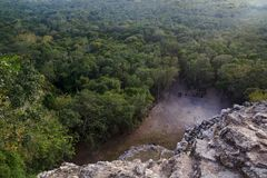 Mening vanaf de bovenkant van de piramide van Nohoch Mul in Coba Royalty-vrije Stock Fotografie
