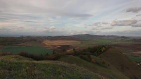 Mening vanaf de bovenkant van Rana-heuvel Tsjechische Republiek stock videobeelden