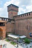 Mening voor toren van het Sforza-Kasteel Castello Sforzesco stock afbeelding