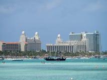 Meningen rond Aruba - hotels Stock Foto's