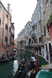Meningen van de Apostoli-Rivier en de Mooie die Gondels van de Brug in CountrysideApostoli in Venetië wordt vastgelegd Reis, vaka royalty-vrije stock foto's