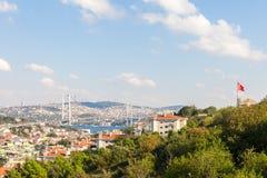 Meningen van de brug en Istanboel van Bosphorus Stock Afbeeldingen