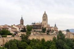 Meningen van de mooie middeleeuwse stad van Segovia en zijn kathedraal Stock Foto's