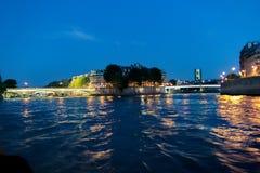 Meningen van de Zegen rive en het eiland van Heilige Agoustin bij nacht Stock Foto